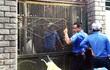 Ba mẹ con nhốt 6 cán bộ, dọa kích nổ bình gas