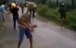 Người dân ném đá vào lực lượng chức năng, giữ một cán bộ công an huyện
