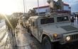 Xe tải quân sự Mỹ lật, rơi vỏ xe tăng M1 Abrams xuống đường Ba Lan