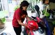 Mẹ bỏ đi, bà nội 60 tuổi làm giúp việc, chạy xe ôm nuôi 3 đứa cháu ở Sài Gòn
