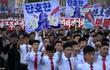 Biển người tuần hành cổ vũ ông Kim Jong Un đánh Mỹ