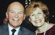 Sau 55 năm hạnh phúc bên nhau, người vợ trút hơi thở cuối cùng trong vòng tay ấm của chồng giữa biển lửa