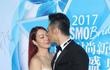 Sao nữ U50 gốc Việt gợi cảm bên chồng trẻ trên thảm đỏ