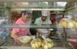 Người Hà Nội xếp hàng mua bánh trôi, chay đón Tết Hàn thực