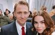 Hồ Ngọc Hà chụp ảnh cùng 'Loki' Tom Hiddleston ở show Gucci