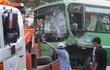 Xe đầu kéo tông xe buýt ở Sài Gòn, hơn 10 người bị thương