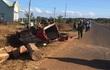 Ôtô chở gỗ lật ngửa sau va chạm xe máy, 2 người chết