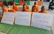 Sư tuyệt thực phản đối lệnh kiểm soát chùa Dhammakaya
