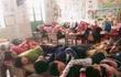 """Bức ảnh """"cá mòi xếp lớp"""" học sinh bán trú ngủ trưa khiến dân mạng rào rào kể kỷ niệm tuổi thơ"""