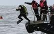 Nỗi ám ảnh của những người thợ lặn tìm kiếm nạn nhân trong vụ lật phà Sewol