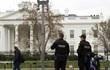 Đột nhập vào Nhà Trắng lúc 2 giờ sáng, mang theo cả túi ngủ