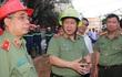 Thứ trưởng Bộ Công an trực tiếp kiểm tra hiện trường vụ cháy ở Cần Thơ