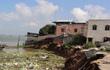 Người dân tháo chạy khi hàng loạt căn nhà sụp xuống sông ở miền Tây