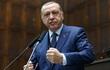Tổng thống Thổ Nhĩ Kỳ Erdogan ngất xỉu trong buổi lễ cầu nguyện