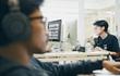 Kiểu đeo tai nghe cực hại mà dân văn phòng thường mắc phải