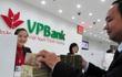 Ba cá nhân đã rót hơn 6.400 tỷ mua cổ phiếu phát hành riêng lẻ của VPBank