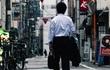 """""""Chúng tôi làm việc như những zombie"""": Nữ nhà báo tâm sự sau cái chết của phóng viên NHK gây rúng động Nhật Bản"""