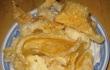 Nhà giàu Việt ăn đồ độc lạ: Chi tiền triệu mua da cá mập khô làm gỏi