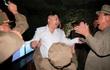 Hình ảnh ông Kim Jong Un sung sướng khi phóng tên lửa thành công