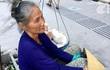 Mẹ già có 7 con vẫn bám vỉa hè Sài Gòn nuôi chồng, nuôi thân, sáng ăn khoai ế, tối ngủ tập thể 22 nghìn/đêm