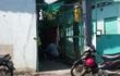 Bình Dương: Sau trận cãi vã, vợ hốt hoảng phát hiện chồng chết trong tư thế treo cổ trong nhà trọ