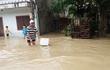 17.000 học sinh Bình Định nghỉ học vì nước lũ chia cắt