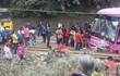 Hòa Bình: Xe du lịch va chạm xe tải, 30 người la hét trong hoảng loạn