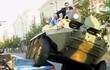 Thị trưởng dùng xe bọc thép cán nát ô tô đỗ sai quy định