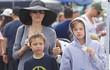 """3 con ruột của Angelina Jolie và Brad Pitt: Cả bé trai lẫn gái đều nam tính, """"soái ca"""" giống hệt bố"""