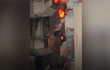 Video: Cháy chung cư tầng 23, dân liều mạng trèo cửa sổ thoát thân