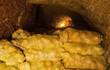 Ngồi nghỉ ở hầm khoai tây, lão nông phát hiện ra cả kho báu mà bấy lâu nay không biết