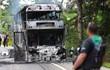 Những kẻ nổi dậy đốt xe buýt ở miền nam Thái Lan