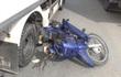 Người phụ nữ nằm lọt dưới gầm xe tải, tài xế cố tình bỏ chạy