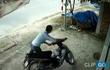 Đuổi theo thanh niên trộm xe máy, chủ nhà thất thểu đi bộ về sau vài phút