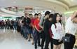 Hàng trăm người xếp hàng mua sản phẩm Xiaomi tại cửa hàng Mi Store đầu tiên tại Việt Nam