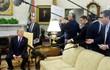 Video: Bị hỏi dồn, Tổng thống Trump đuổi phóng viên khỏi họp báo