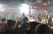 """Đột kích quán bar """"chui"""", phát hiện nhiều giang hồ đòi nợ thuê sử dụng ma túy"""