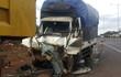 Xe tải mất phanh gần đèn đỏ, tài xế la hét, chủ động đâm vào đuôi xe ben để dừng lại