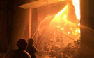Cháy dữ dội gần Cảng Sài Gòn, khói và lửa bốc cao hàng chục mét kèm tiếng nổ lớn