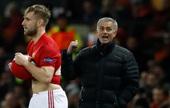 """Mourinho dùng lương khủng giữ chân """"cái gai trong mắt"""" một thời"""