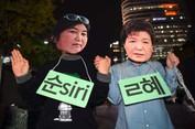 """Scandal Tổng thống Hàn Quốc dùng """"bà đồng"""" làm cố vấn"""