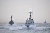 Tàu Nga đâm húc, nổ súng vào tàu Ukraine