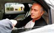 'Người đặc biệt' Jose Mourinho vui vẻ, tươi như hoa sau khi rời Man United cùng khoản tiền đền bù khổng lồ