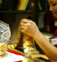 Giảm giá, vàng niêm yết mốc 43,85 triệu đồng/lượng