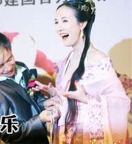 Đạo diễn nổi tiếng Trung Quốc bị vạch trần thói mê gái