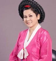 Minh Hằng hóa 'mama Chue' trong Táo quân 2014