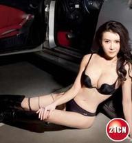 Tân 'dâm phụ' Phan Kim Liên tung ảnh nóng bên siêu xe