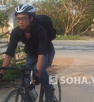 Chàng trai thư sinh đi xe đạp gần 700 km đến viếng Đại tướng