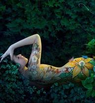 Bộ ảnh nude body painting của hot girl Hani Nguyễn gây tranh cãi