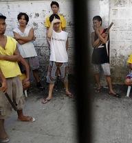 Tù nhân Philippines tự quay lại trại giam sau bão Haiyan